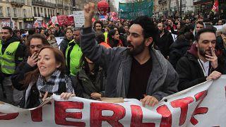 مسيرة للعمال المضربين في فرنسا