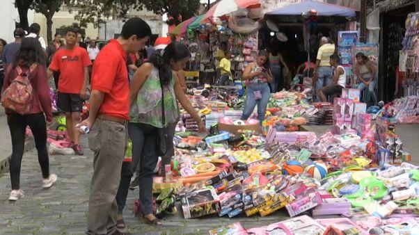 Venezuela afronta su sexta Navidad en recesión