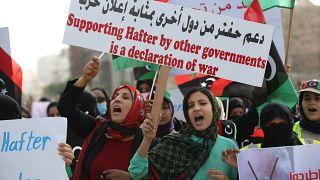 مسيرة في العاصمة الليبية طرابلس ضد العملية العسكرية التي تشنها قوات الجنرال خليفة حفتر. 26/04/2019