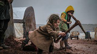 Suriye'nin İdlib kentindeki mülteci kampındaki çocuklar
