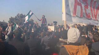 صورة من التظاهرة عند معبر باب الهوى على الحدود التركية-السورية