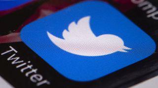 Twitter ve Facebook 100 bine yakın sahte hesabı kapattı
