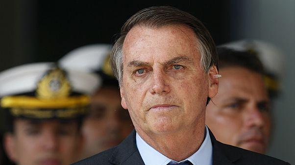"""شاهد: رئيس البرازيل بولسونارو ينعت صحفياً بـ""""المثلي الجنسي"""""""