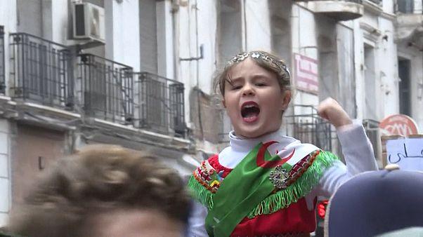 Az algériaiak nem kérnek az új elnökből