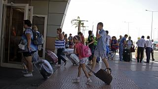 سائحون بريطانيون بمطار شرم الشيخ