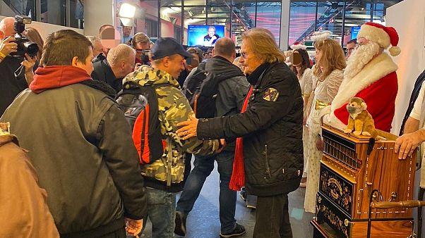Polizei Berlin unterstützt Frank Zanders Obdachlosenfest