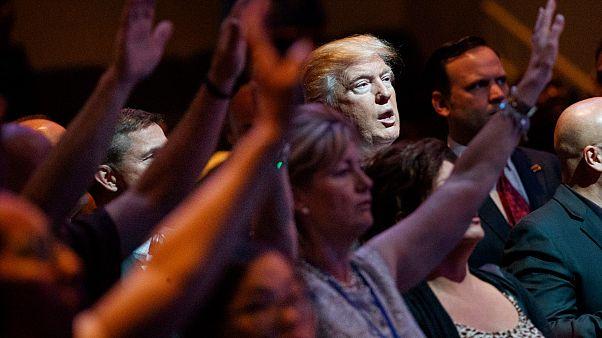 Donald Trump, Las Vegas şehrindeki bir kilisede düzenlenen ayine katılırken