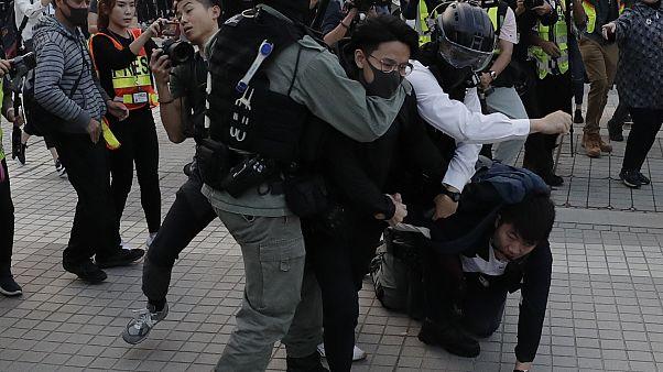 Violencia en Hong kong tras las protestas a favor de los uigures