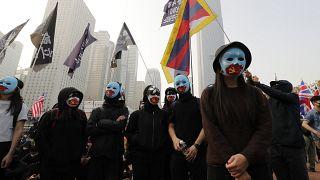 Hong Kong'da yüzlerce kişi Uygurlara destek gösterisine katıldı