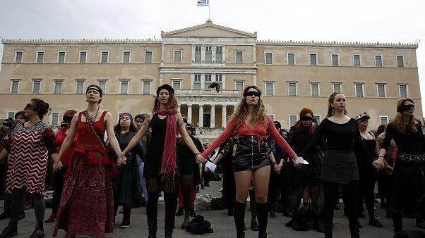 «Ο βιαστής είσαι εσύ» - Πλήθος γυναικών στο Σύνταγμα