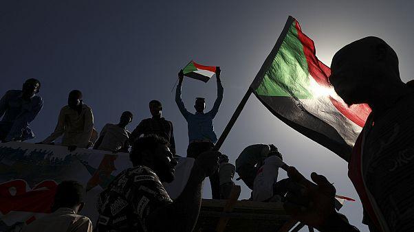 رئيس الوزراء السوداني: دماء الشهداء الذين سقطوا أثناء الاحتجاجات لن تذهب هدرا