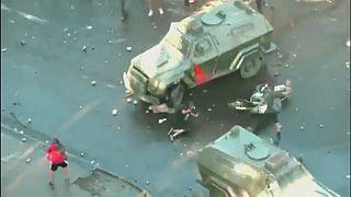شیلی؛ پلیسی که با خودرو به یک معترض کوبیده بود، آزاد شد