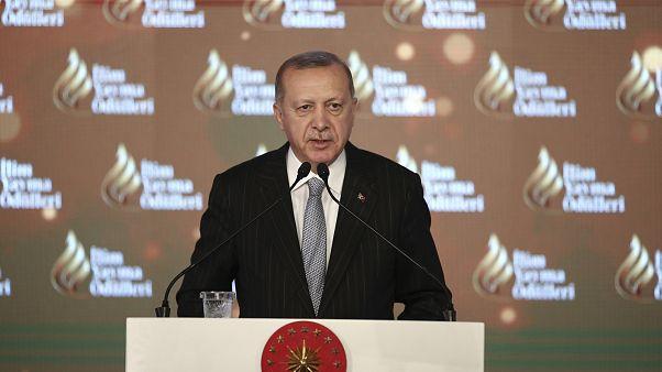 Erdoğan Dolmabahçe Sarayı'nda düzenlenen İlim Yayma Ödülleri Töreni'ne katıldı