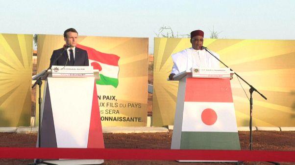 """Macron in Niger: """"Momento critico, uscire dall'ambiguità"""""""