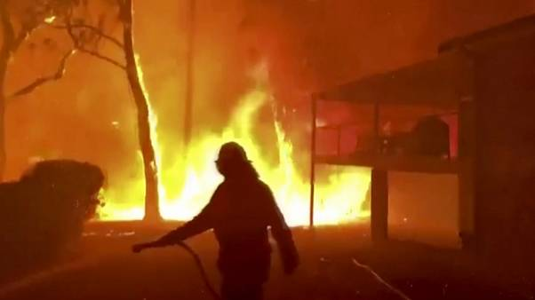 Austrália dá licença especial para combater fogos