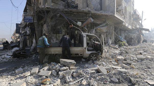 صورة من سراقب بعد غارة جوية نفذتها طائرات النظام السوري