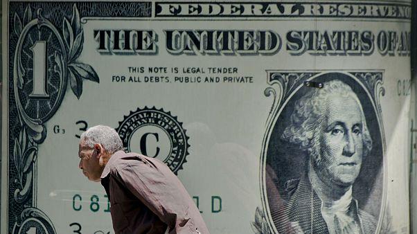 بازگشت دلار به مدار صعود؛ شکاف نرخ رسمی و آزاد یورو به ۴۰۰ تومان رسید