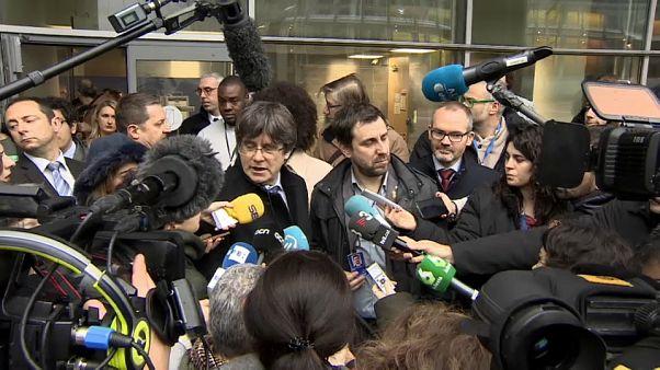 Piden suspender la inmunidad de Puigdemont y Comín.