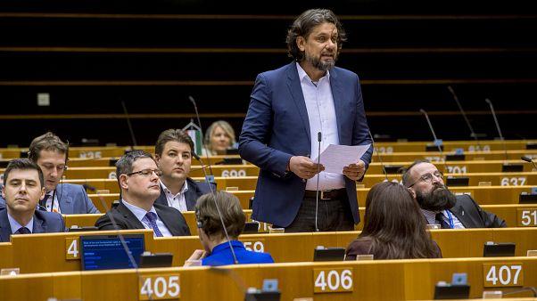 Távolodik a Fidesz a Néppárttól, heteken belül döntés lehet
