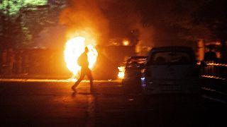 إحراق سيارة دبلوماسي تركي في اليونان وسط توتر بين أثينا وأنقرة