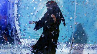 فتاة ترقص في مهرجان الدرعية، المملكة العربية السعودية، 13 ديسمبر 2019.