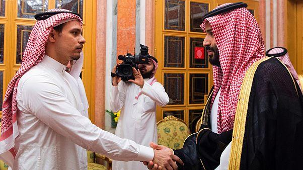ولي العهد السعودي محمد بن سلمان يصافح نجل جمال خاشقجي 23 أكتوبر 2018