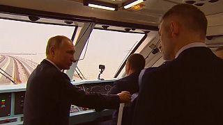 پوتین طولانیترین پل ریلی اروپا را بین روسیه و کریمه افتتاح کرد