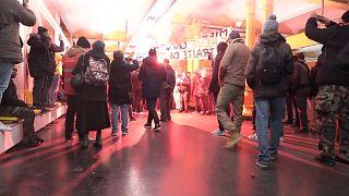 شاهد: متظاهرون يقتحمون محطة قطار في باريس