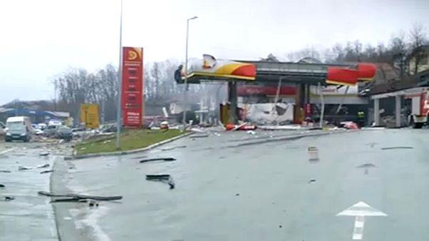 Felrobbant egy benzinkút Boszniában