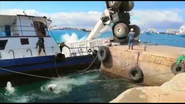 Marée noire aux Galapagos après le chavirage d'une barge
