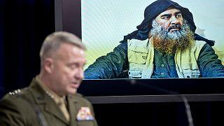 أبو بكر البغدادي على شاشة عرض قائد القيادة الوسطى الأمريكية مارين جنرال- أرشيف أ ب