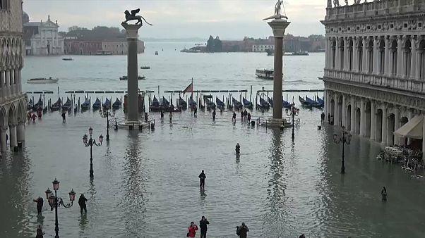 Mózes még – ki tudja meddig – nem védi meg Velencét a tengertől