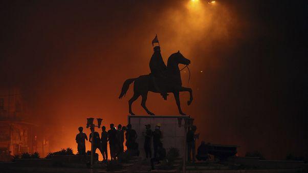 الاحتجاجات تستعيد زخمها في العراق ورئيس الوزراء الجديد رهن التوافق السياسي