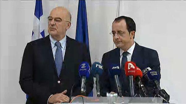 Da sinistra il ministro degli Esteri greco e l'omologo della Repubblica di Cipro