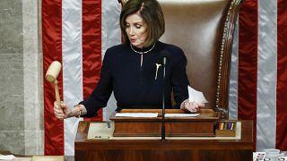 نانسي بيلوسي معلنة مصادقة مجلس النواب الأميركي على التهمتين اللتين وجهتا إلى ترامب
