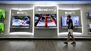 Yurt dışından getirilen cep telefonu ve televiziyon gibi cihazlara ek bandrol ücretleri belirlendi