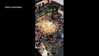 شاهد: تدافع في مركز تجاري في أستراليا للحصول على هدايا الميلاد يوقع مصابين