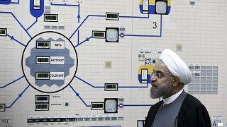 İran Cumhurbaşkanı Hasan Ruhani, Buşehr Nükleer Tesisini ziyaret ederken (arşiv)