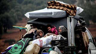 İdlib'de geçen ay başından bu yana en az 215 bin sivil yerinden edildi