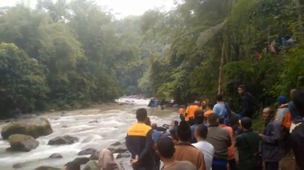 26 Tote durch Busunglück auf Sumatra