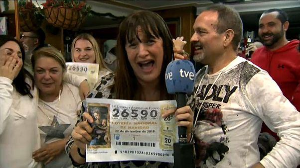 """مراسلة إسبانية """"تفقد صوابها"""" خلال بث مباشر بسبب """"اللوتو"""" والنهاية محرجة"""