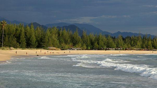 Indonesien: Surfen gegen Tsunami-Trauma