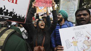 Ινδία: Συνεχίζονται οι διαδηλώσεις κατά του νόμου περί παροχής υπηκοότητας