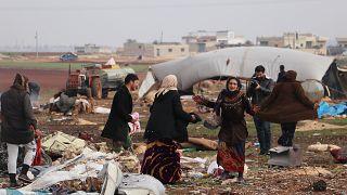 Rusya'nın, İdlib'deki sivil yerleşimlere düzenlediği hava saldırıları sonucunda çoğu çocuk, 8 sivil hayatını kaybetti