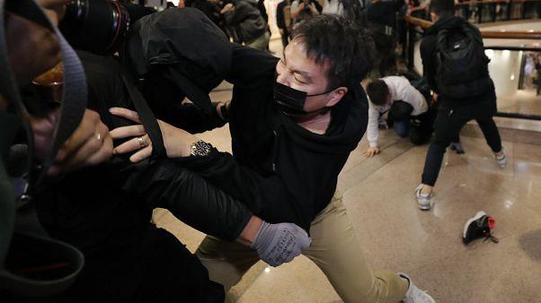 Χονγκ Κονγκ: Η αστυνομία έκανε χρήση δακρυγόνων κατά των διαδηλωτών