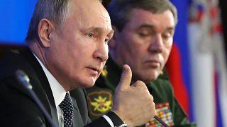 """بوتين يتهم بولندا بـ """"التواطؤ"""" مع هتلر ويتفاخر بأسلحة روسية تفوق سرعة الصوت"""