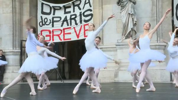 Las bailarinas de la Ópera de París en huelga
