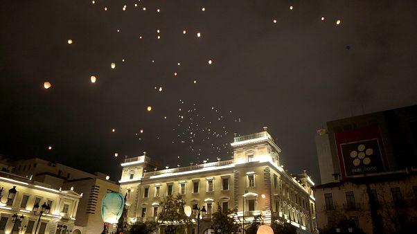 Κόσμος συμμετέχει στην Νυχτα των Ευχών, Τρίτη 24 Δεκεμβρίου 2019
