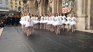 Streik mit Schwanensee - Tänzerinnen wollen Rente mit 42 behalten