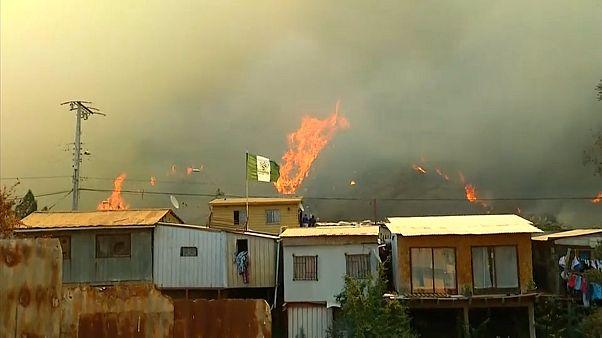 Incêndio alastra em Valparaíso